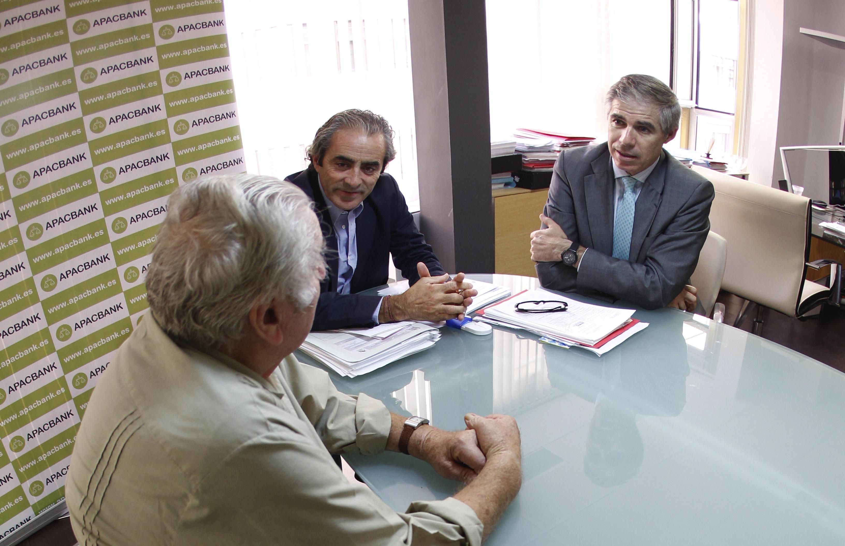 RICARD TORRES Y SALVADOR SASTRE, DE APABANC, ASESORAN A UN DEMANDANTE